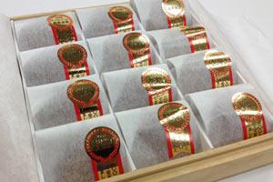 最高金賞受賞フルーツ梅ぼし桐箱和紙包み12粒 の説明画像